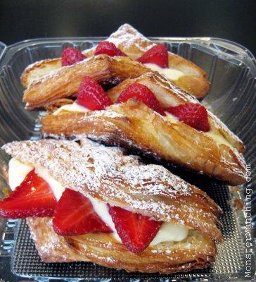 croissant_strawberry-thumb-364x400